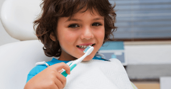 Atendimento de bebês em Odontopediatria